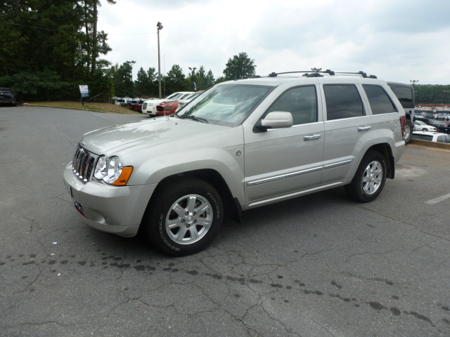 Jeep Grand Cherokee 4.7 2009 photo - 2