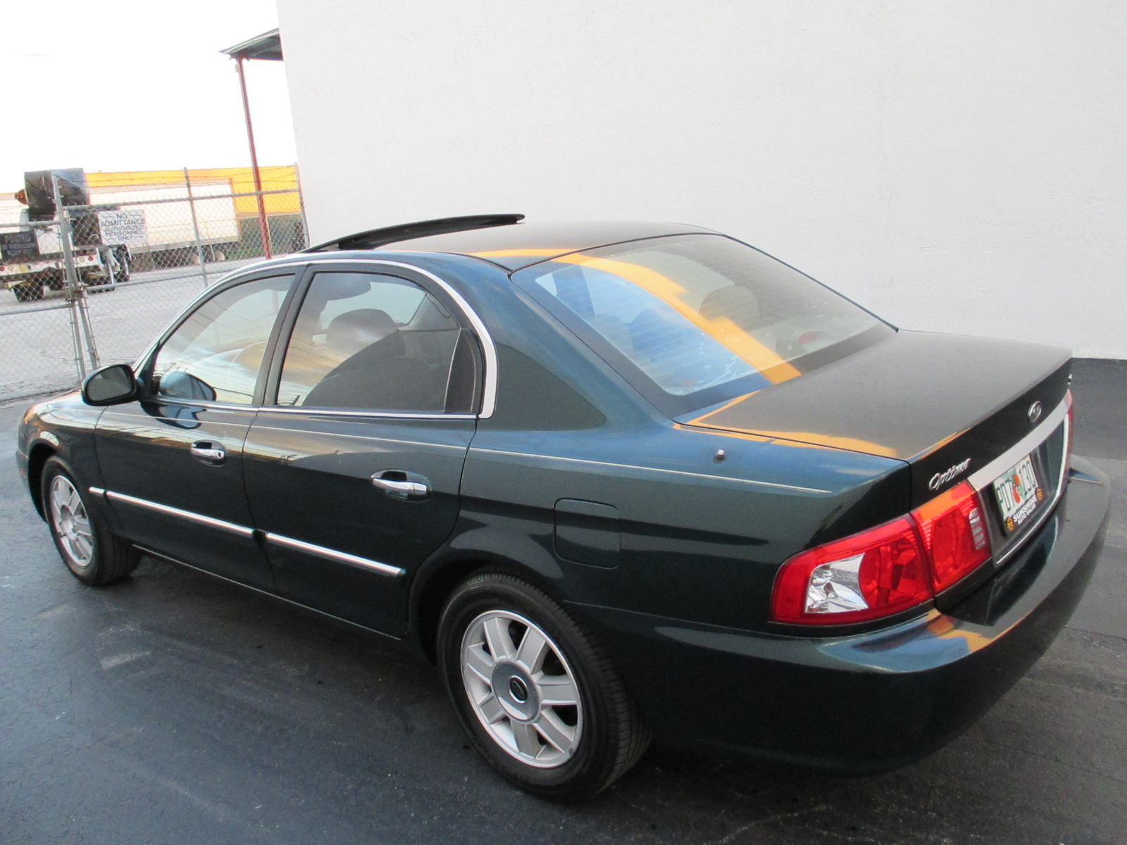 Kia Optima 2.0 2003 photo - 5