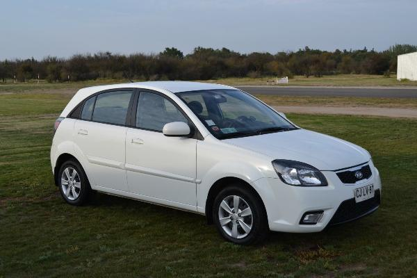 Kia Rio 1.4 2010 photo - 2