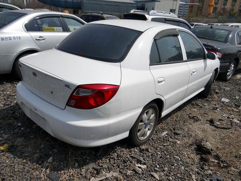 Kia Rio 1.5 2001 photo - 11