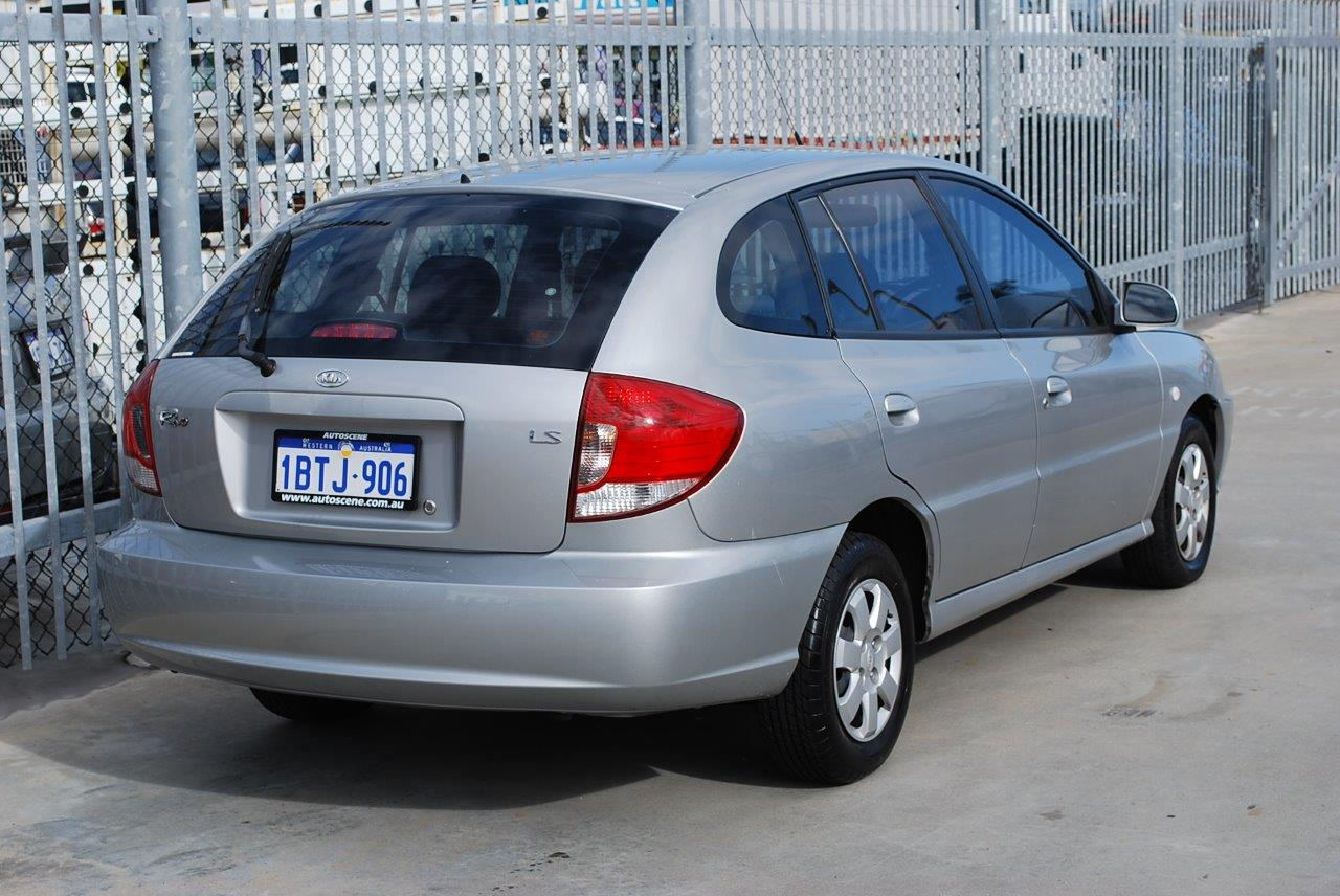 Kia Rio 1.5 2004 photo - 2