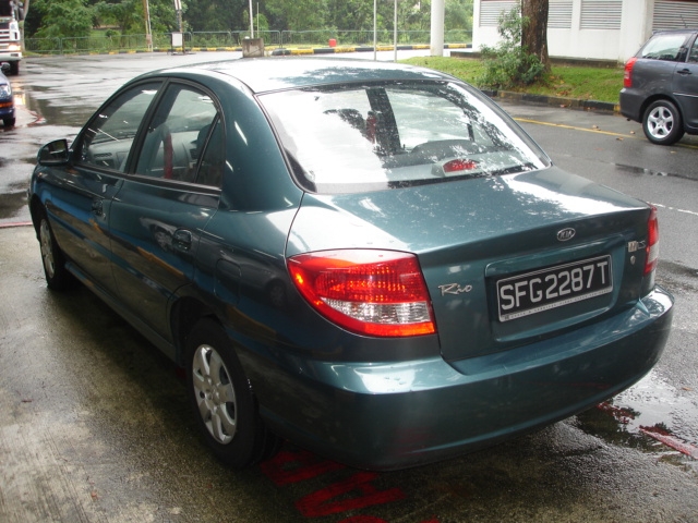 Kia Rio 1.5 2004 photo - 8