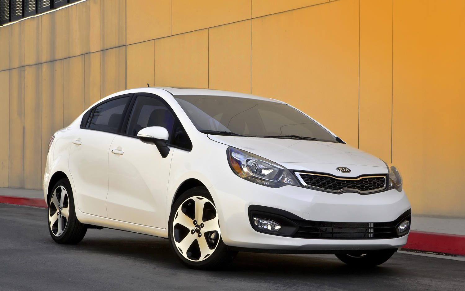 Kia Rio 1.6 2013 photo - 3