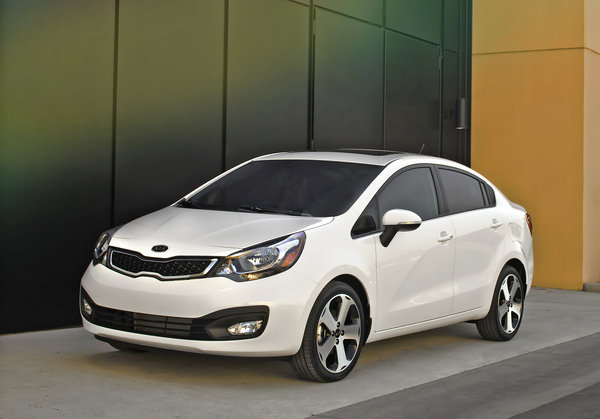Kia Rio 1.6 2013 photo - 8