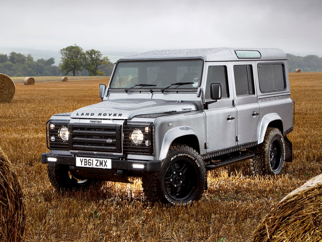 Land Rover Defender 2.2 2007 photo - 12