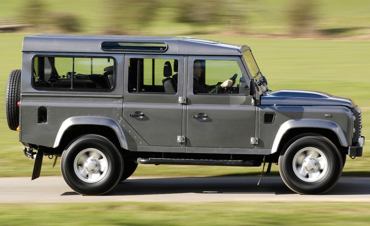 Land Rover Defender 2.2 2009 photo - 4