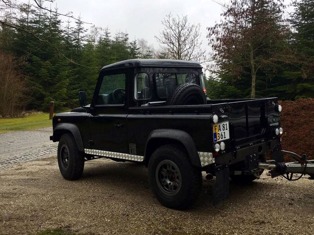 Land Rover Defender 2.2 2009 photo - 6