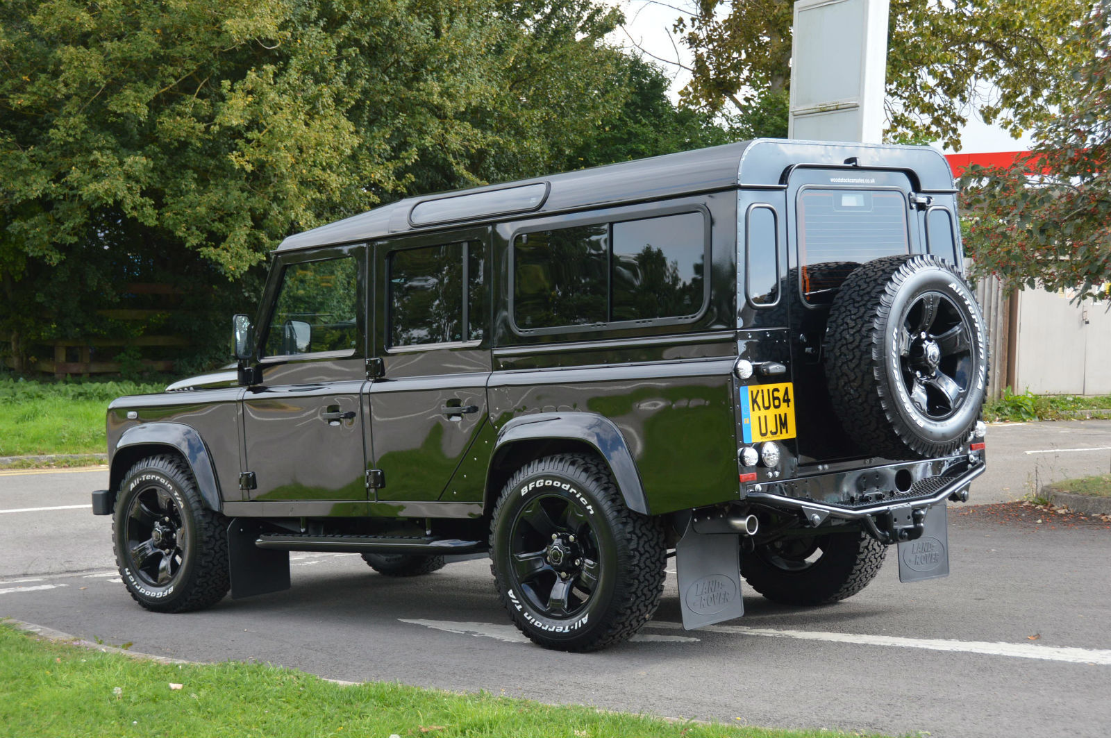 Land Rover Defender 2.2 2009 photo - 8