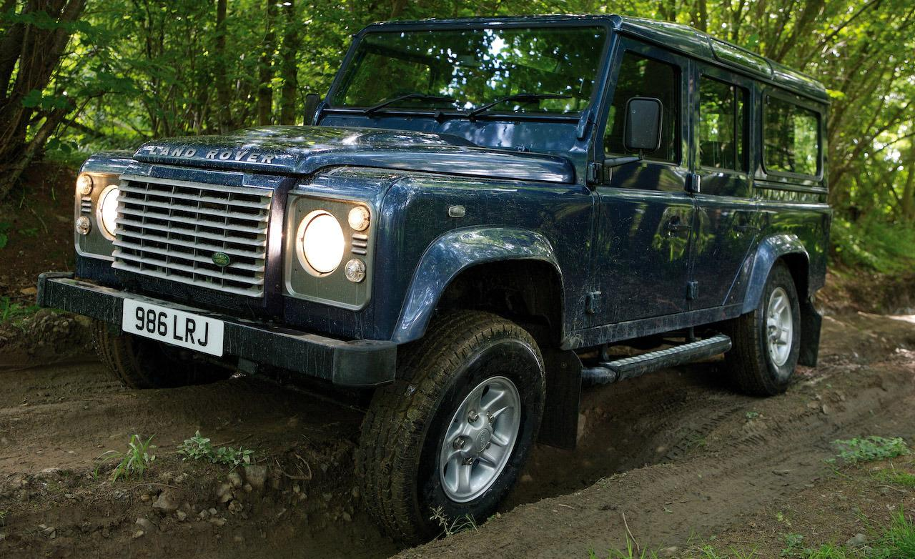 Land Rover Defender 2.2 2009 photo - 9