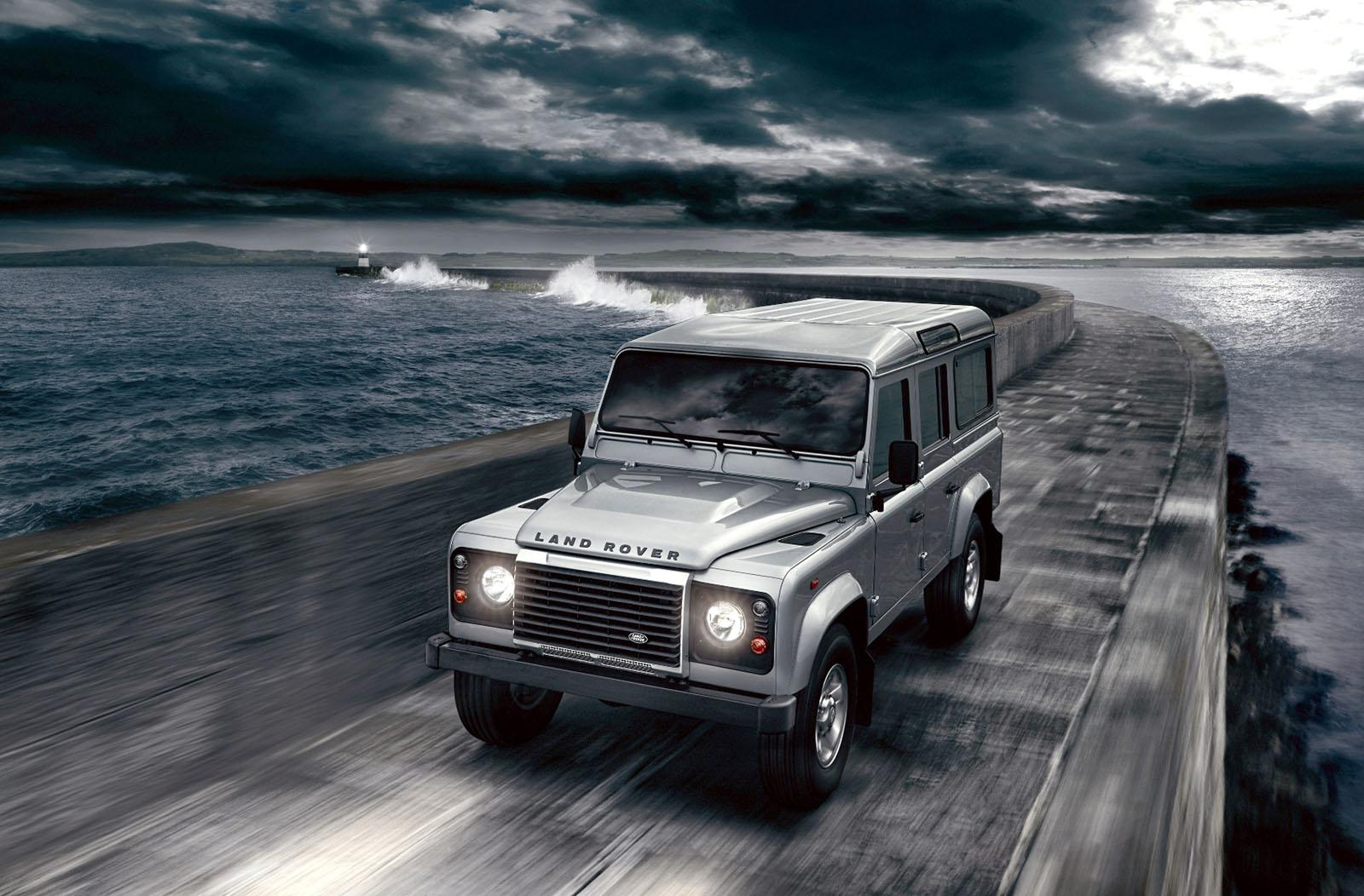 Land Rover Defender 2.2 2012 photo - 1