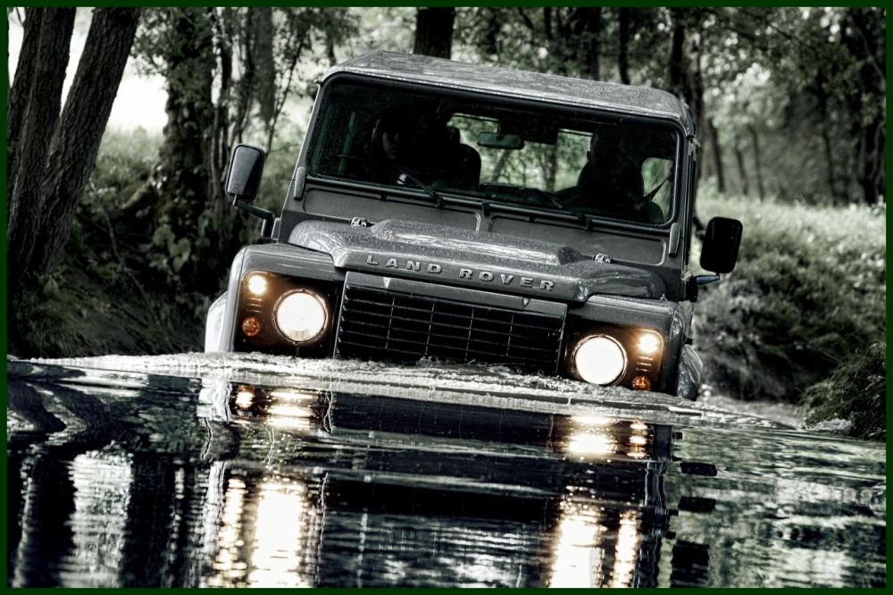 Land Rover Defender 2.2 2012 photo - 10
