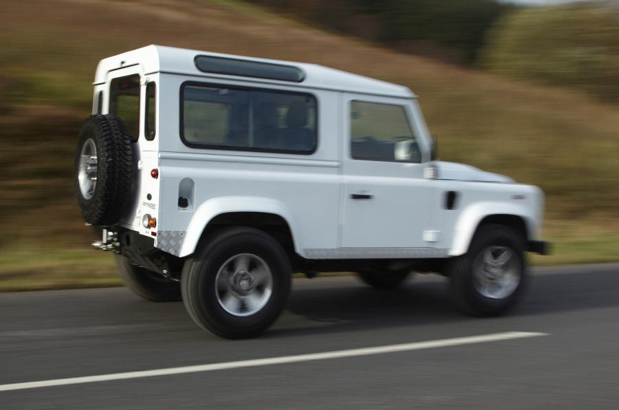 Land Rover Defender 2.2 2012 photo - 11