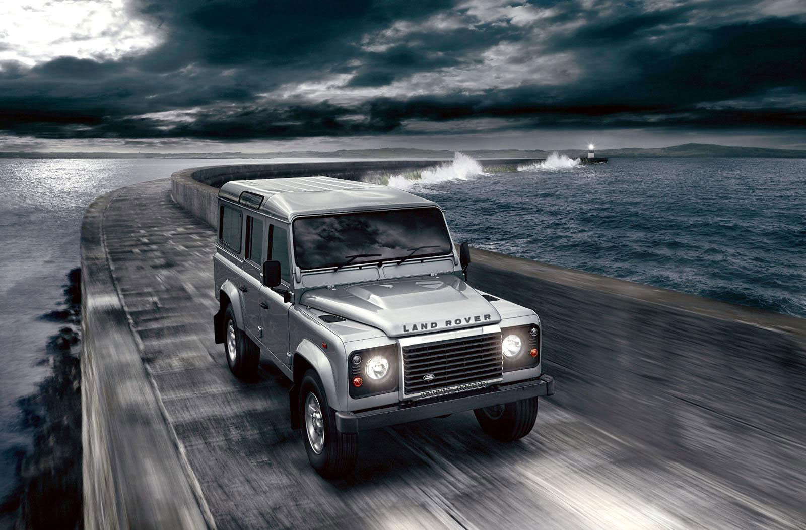 Land Rover Defender 2.2 2012 photo - 2
