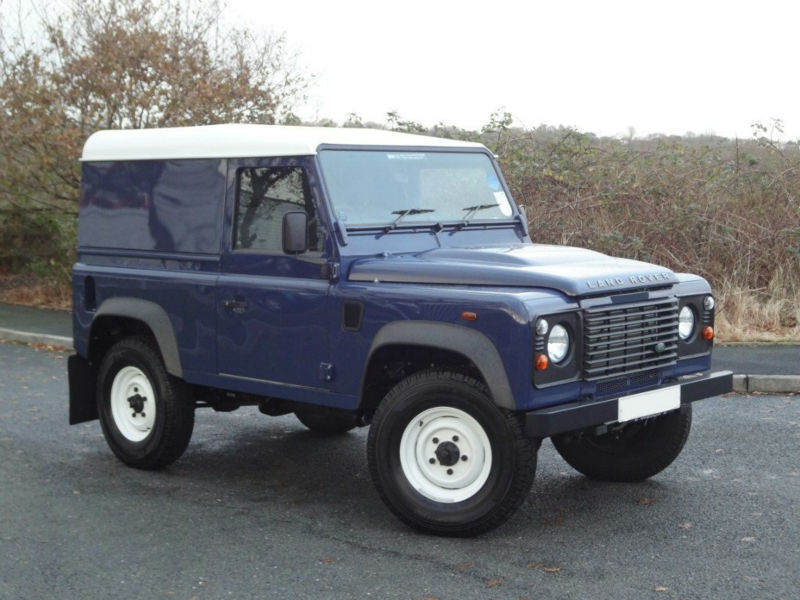 Land Rover Defender 2.2 2012 photo - 7