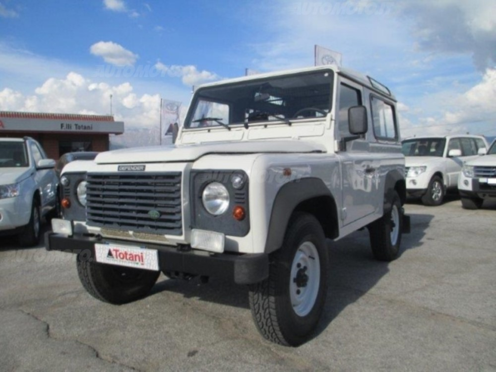 Land Rover Defender 2.4 2007 photo - 12