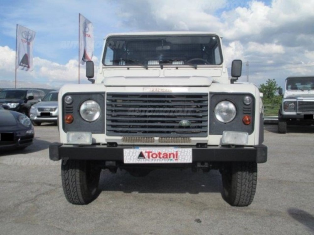 Land Rover Defender 2.4 2007 photo - 7
