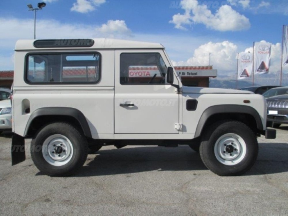 Land Rover Defender 2.4 2007 photo - 9