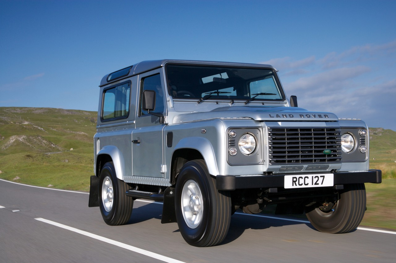 Land Rover Defender 2.4 2011 photo - 1