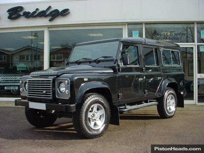 Land Rover Defender 2.4 2011 photo - 12