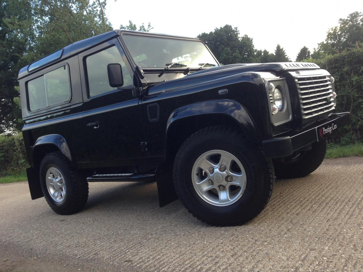 Land Rover Defender 2.4 2011 photo - 2