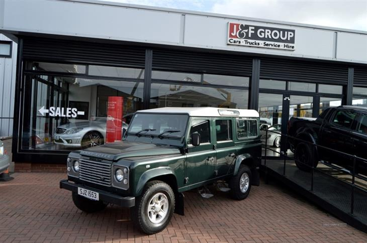 Land Rover Defender 2.4 2011 photo - 7