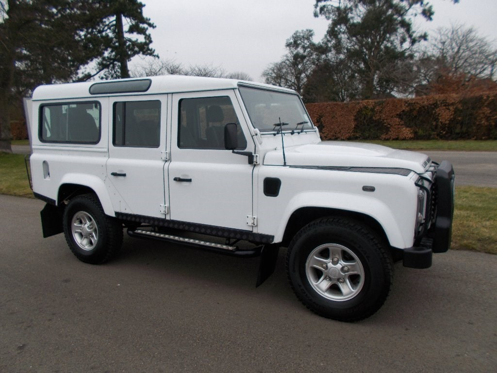 Land Rover Defender 2.4 2011 photo - 8