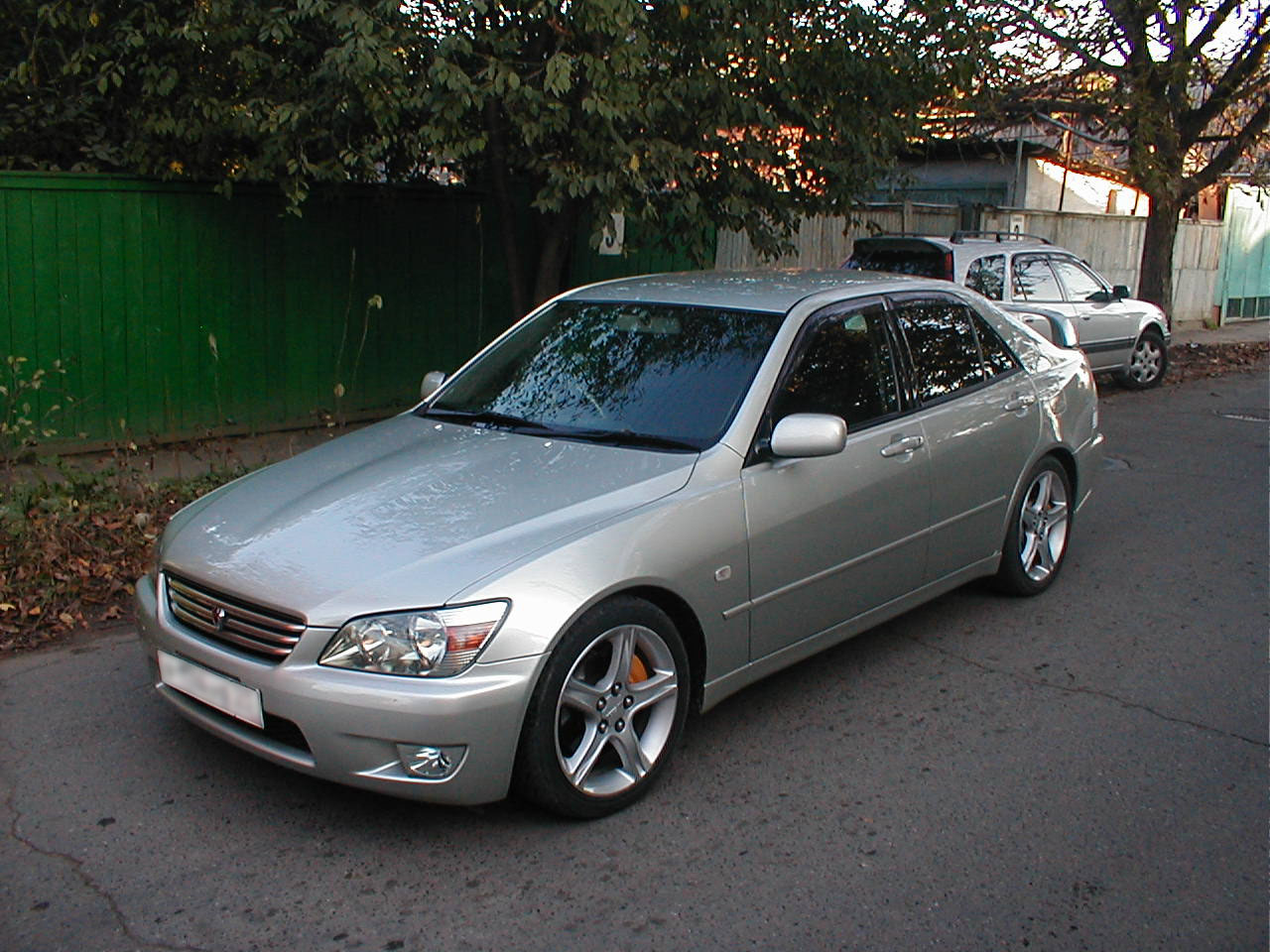 Lexus IS 200 2001 photo - 2