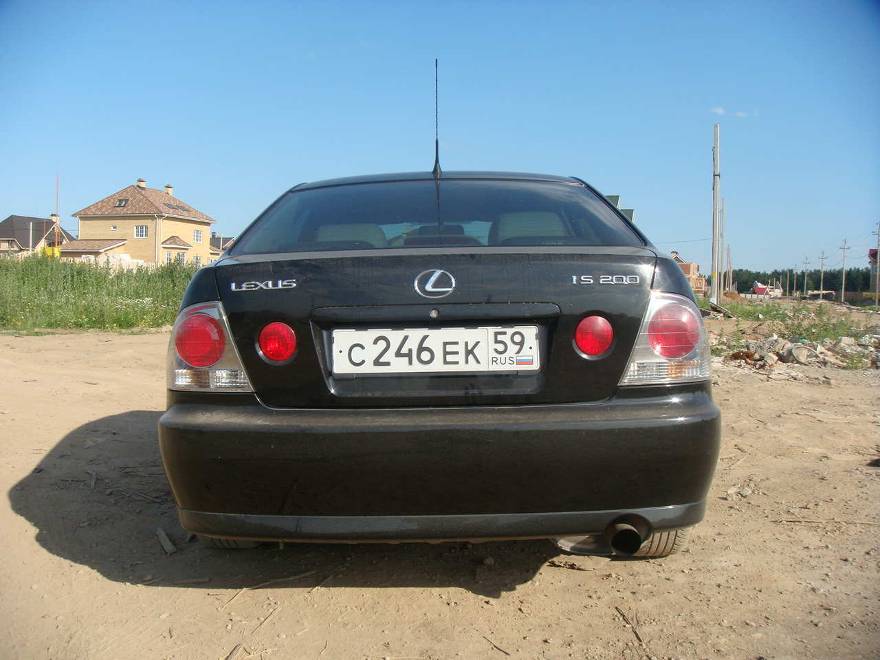 Lexus IS 200 2001 photo - 9
