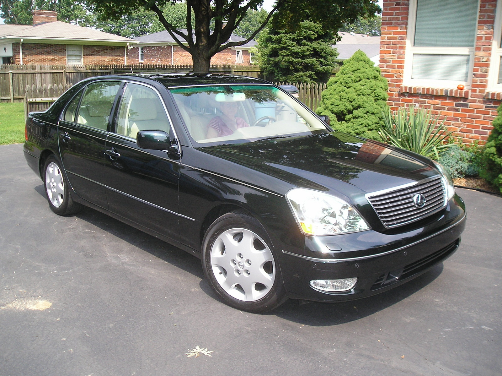 Lexus LS 430 2002 photo - 11