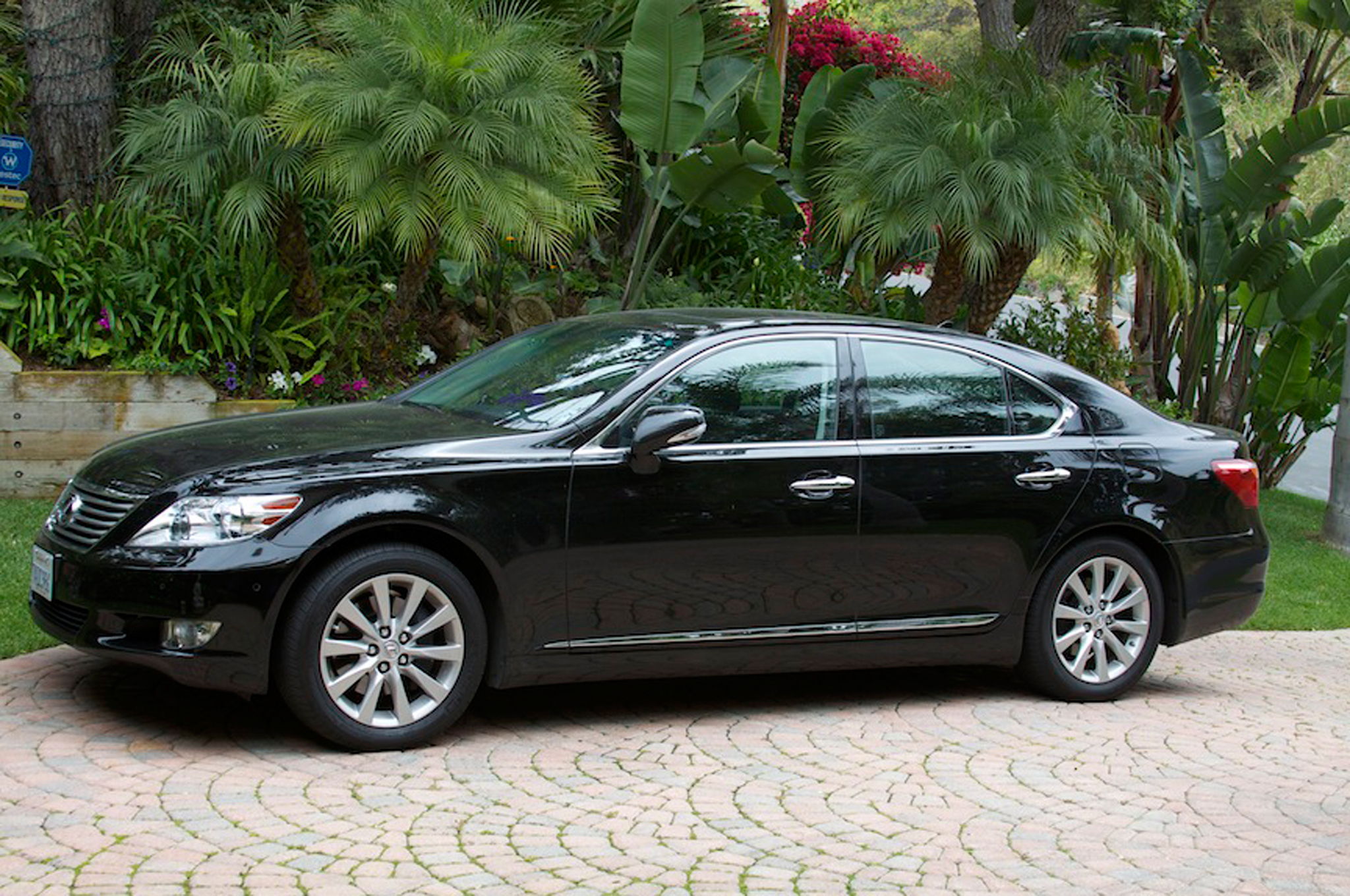 Lexus LS 460 2012 photo - 1