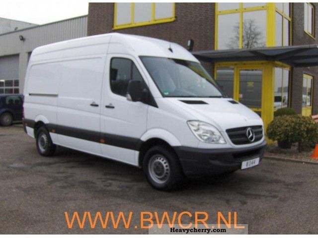 Mercedes-Benz Sprinter 210 2010 photo - 5