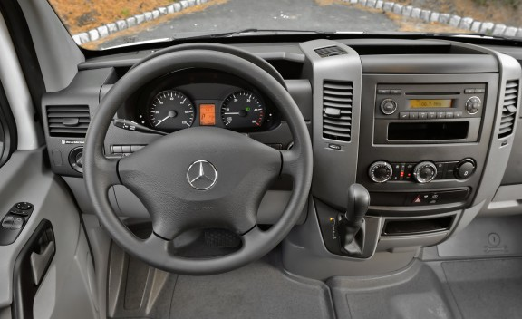 Mercedes-Benz Sprinter 215 2011 photo - 2
