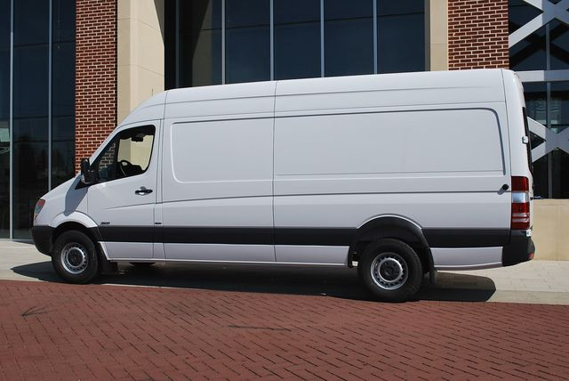 Mercedes-Benz Sprinter 224 2010 photo - 11