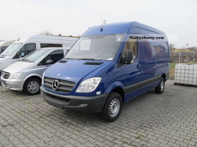 Mercedes-Benz Sprinter 310 2011 photo - 1
