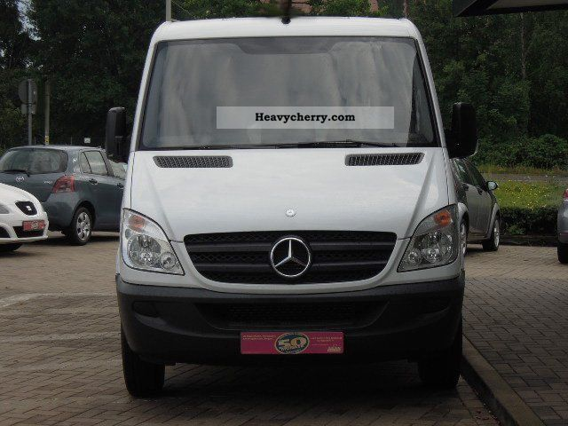 Mercedes-Benz Sprinter 310 2011 photo - 11