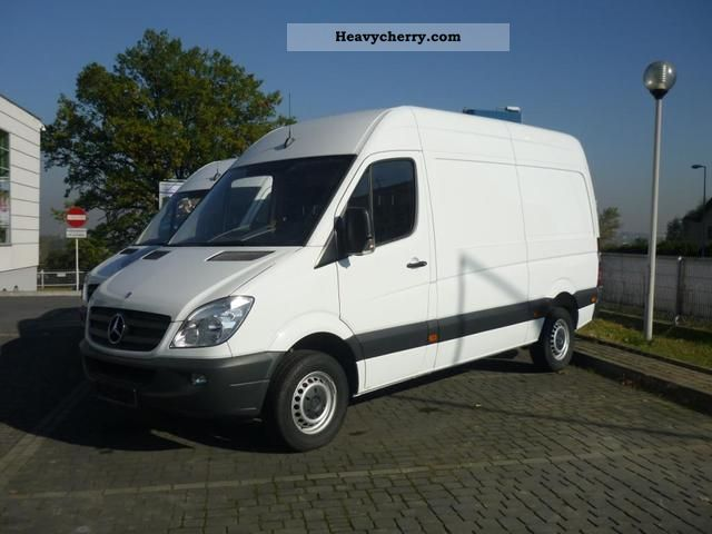 Mercedes-Benz Sprinter 310 2011 photo - 2