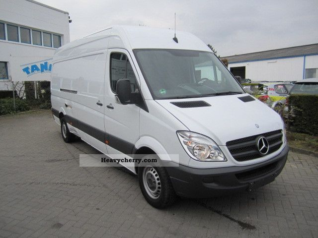 Mercedes-Benz Sprinter 310 2011 photo - 4