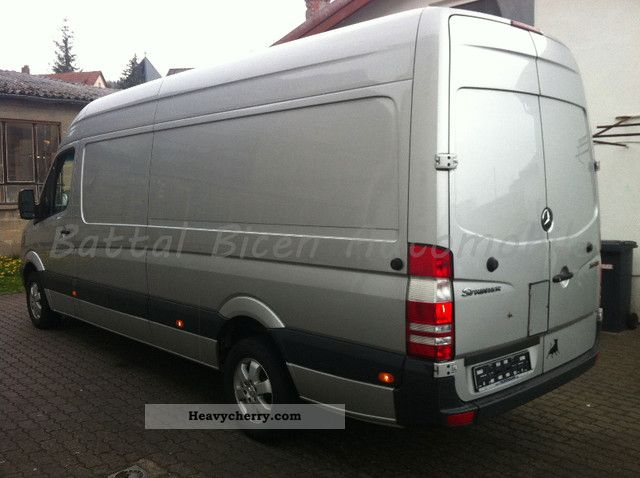 Mercedes-Benz Sprinter 319 2009 photo - 12