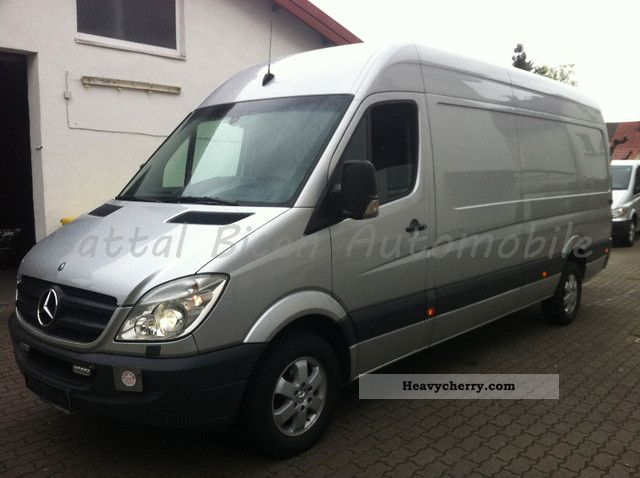 Mercedes-Benz Sprinter 319 2009 photo - 3