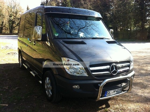 Mercedes-Benz Sprinter 319 2011 photo - 1