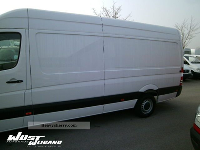 Mercedes-Benz Sprinter 319 2011 photo - 11