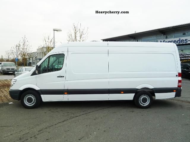Mercedes-Benz Sprinter 319 2011 photo - 2