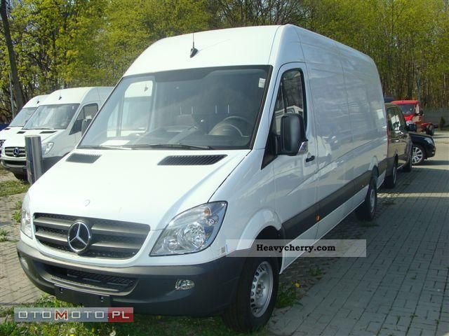 Mercedes-Benz Sprinter 319 2011 photo - 5