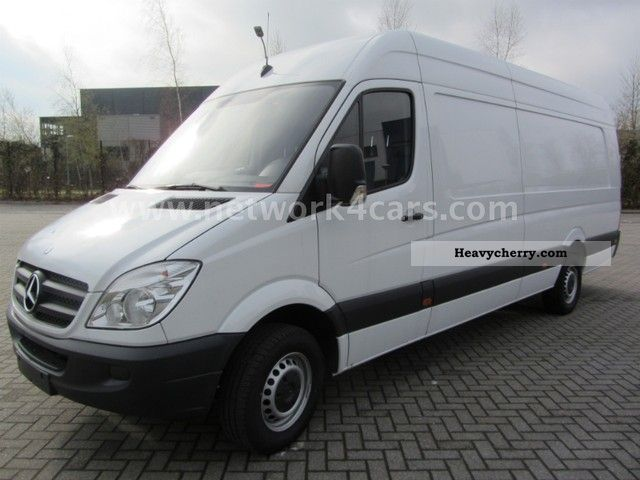 Mercedes-Benz Sprinter 319 2011 photo - 7