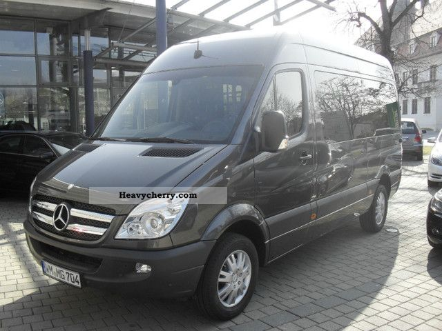 Mercedes-Benz Sprinter 319 2012 photo - 1