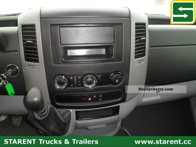 Mercedes-Benz Sprinter 319 2012 photo - 10