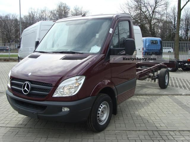 Mercedes-Benz Sprinter 319 2012 photo - 3