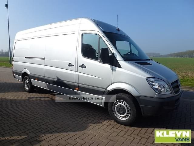 Mercedes-Benz Sprinter 319 2012 photo - 6
