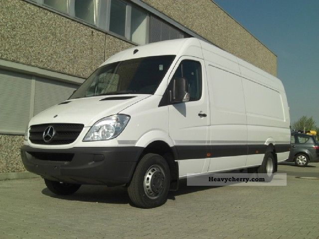 Mercedes-Benz Sprinter 524 2011 photo - 1