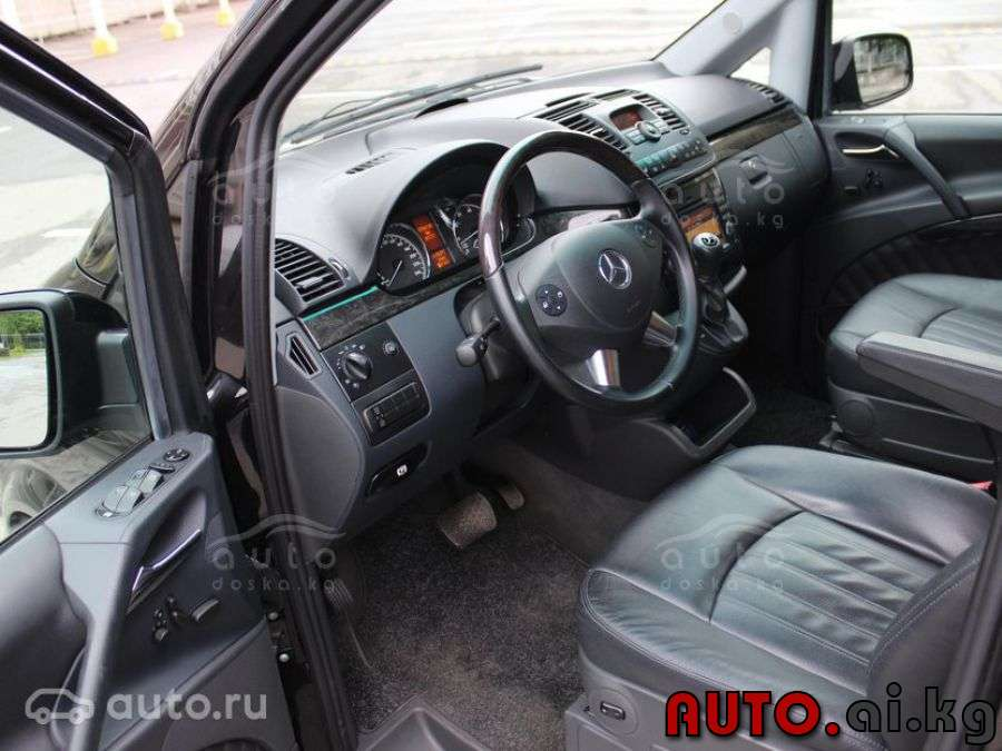 Mercedes-Benz Viano 3.5 2013 photo - 11